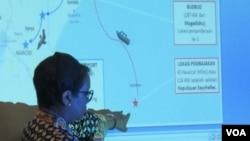 Menteri Luar Negeri Indonesia Retno Marsudi sedang menjelaskan soal pembebasan empat WNI di Somalia di kantor Kemenlu (24/10). (VOA/Fathiyah Wardah)