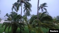 Tempête de vent lors de l'arrivée de l'ouragan Dorian à Marsh Harbour, sur les îles Abacos, aux Bahamas, le 1er septembre 2019. REUTERS / Dante Carrer