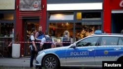 Cảnh sát điều tra vụ một người tỵ nạn Syria 21 tuổi dùng rìu giết chết 1 người phụ nữ và làm bị thương 2 người khác tại Reutlingen, Đức, ngày 24/7/2016.
