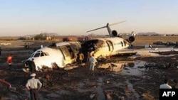77 người thiệt mạng sau khi chiếc máy bay chở khách của hãng Iran Air đâm xuống khu vực tây bắc, ngày 9/1/2011