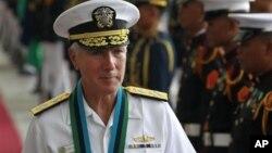 美军太平洋司令部司令洛克利尔上将2012年访问菲律宾