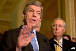 Arhiva - Senator Roj Blant, republikanac iz Mizurija, govori tokom konferencije za štampu na Kapitol hilu u Vašingtonu, 17. maha 2016.