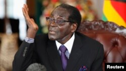 Zimbabwean President Robert Mugabe holds a news conference after the swearing-in of ministers at the State House in Harare, Sept. 11, 2013.