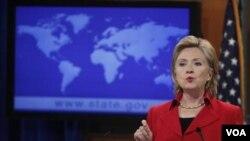 Menlu AS Hillary Clinton saat mengumumkan laporan Deplu AS mengenai kebebasan beragama negara-negara di dunia (13/9).