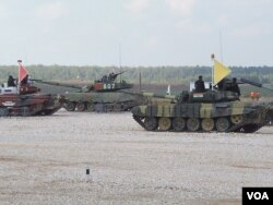 俄羅斯、中國和印度都參加了今年8月莫斯科郊外的坦克大賽。(美國之音白樺攝)