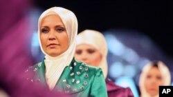 Para model memakai baju Muslim koleksi sebuah rumah mode di Turki. (Photo: AP)