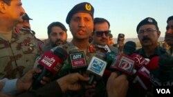 بریگیڈیئر ندیم سہیل صحافیوں کو تفصیلات بتا رہے ہیں