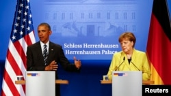 German Chancellor Angela Merkel and U.S. President Barack Obama speak to media during a news conference after their talks at Schloss Herrenhausen, Hanover, Germany, April 24, 2016.