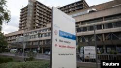 一輛軍方專用救護車將感染伊波拉病毒的英國公民送往倫敦皇家自由醫院的伊波拉隔離室,這是英國唯一的伊波拉隔離室。