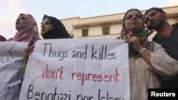 Des manifestants libyens condamnant la mort de l'ambassadeur Stevens
