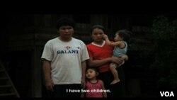 Porodica u Laosu, zrtve neeksplodiranih sredstava ostalih nakon Vijetnamskog rata