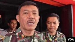 Kapolda Sulawesi Tengah Brigjen Idham Azis memberikan keterangan di Mapolres Poso (foto. dok VOA/Yoanes).