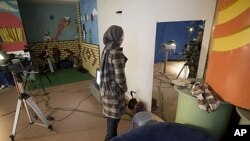 Bahar Jooya prepares herself for a live program at a private TV studio in Herat, Dec. 2009 (file photo).