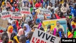 Des manifestants se sont rassemblés à Bamako, la capitale du Mali, le 9 septembre 2020. (VOA Bambara)