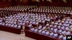 ຮູບພາບຈາກວີດີໂອ ກ່ຽວກັບການເປີດກອງປະຊຸມສະພາ ສະໄໝທໍາອິດຂອງມຽນມາ ທີ່ນະຄອນ Naypyitaw, ວັນທີ 1 ກຸມພາ 2011