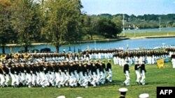Quân đội Mỹ gồm toàn những người tình nguyện và là một tập hợp các sắc tộc