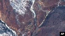 핵실험 준비중으로 보이는 북한 풍계리 위성사진. 지난해 4월 퀵버드 촬영. (자료사진)