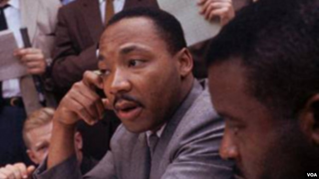 Martin Luther King Jr., defensor de los derechos civiles, fue asesinado en Memphis, Tennessee, el 4 de abril de 1968.
