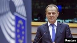 Le président du Conseil européen, Donald Tusk, parle devant le Parlement européen à Bruxelles le 24 février 2016. (REUTERS/Yves Herman - RTX28DT2)