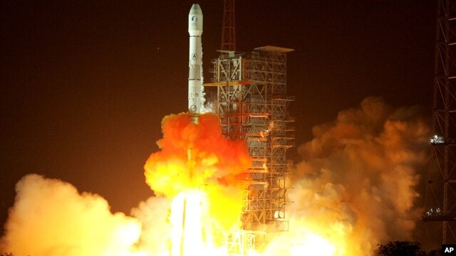 China's communications and broadcast satellite, the SinoSat-2, aboard a Long March-3B carrier rocket is launched successfully from the Xichang Satellite Launch Center in southwest China's Sichuan province, (File photo).