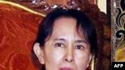 Lãnh tụ của Liên minh Dân chủ Toàn quốc, bà Aung San Suu Kyi