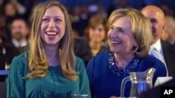 Chelsea Clinton y su esposo llamaron a su primera hija Charlotte. La bebita es la nieta de Hillary Clinton y el expresidente Bill Clinton.