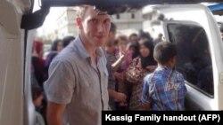 ဆီးရီးယားနယ္စပ္မွာ စစ္ေဘးသင့္ဒုကၡသည္ေတြကို ကူညီေပးေနခဲ့တဲ့ Abdul-Rahman Kassig