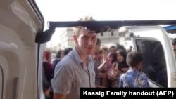 Abdul-Rahman Kassig dalam sebuah foot keluarga di perbatasan Suriah sekitar pertengahan tahun 2012 dan akhir tahun 2013 membantu Special Emergency Response and Assistance (SERA) mengantarkan bantuan untuk para pengungsi.