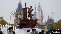 Taman hiburan 'Shanghai Disney Resort' di Shanghai, China yang akan resmi dibuka hari Kamis minggu ini (16/6).