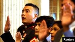 Familiares cercanos indocumentados de miembros de las fuerzas armadas estadounidense podrán ajustar su estatus migratorio en EE.UU.