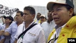 El gobierno de Venezuela llamó a apoyar la politica de expropiaciones impulsada por el mandatario, Hugo Chávez.