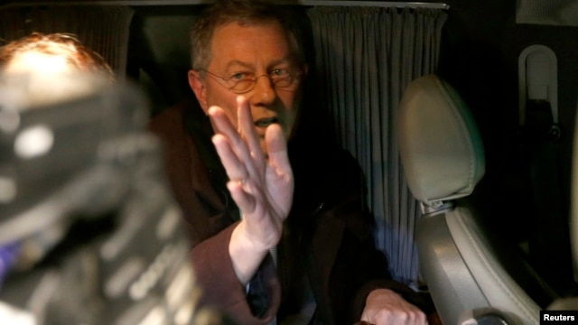 UN special envoy Robert Serry gestures as he leaves in a car in Simferopol March 5, 2014.