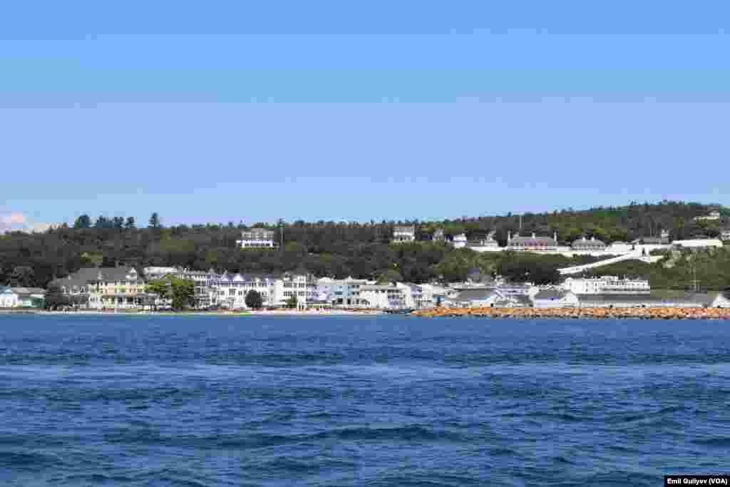 Mackinac Adası və kurort zonası ABŞ-ın Miçiqan ştatında təxminən 10 kv. km-lıq ərazini əhatə edir.  Emil Quliyev - VOA