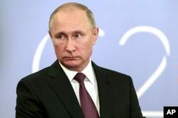 Ruski predsednik Vladimir Putin obraća se medijima posle samita G-20 u Buenos Airesu