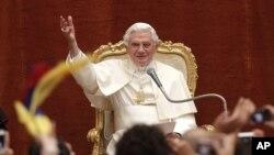 Cựu Giáo Hoàng Benedict