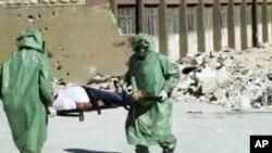 Nhân viên diễn tập đối phó với trường hợp xảy ra tấn công bằng vũ khí hóa học tại Aleppo, Syria. (Ảnh tư liệu)