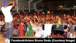 Un spectacle de Benjamin Ndong Ndong, rappeur équato-guinéen connu sous le sobriquet de Jamin Dogg, critique à l'endroit du régime Obiang, 2017. (Facebook/Arturo Bruno Ondo)