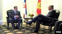 Premijer Srbije Ivica Dačić u razgovoru sa svojim crnogorskim kolegom Milom Đukanovićem