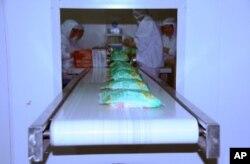 機器大量生產快速消費食品可節省人力成本