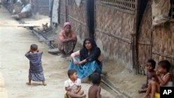 ជនជាតិអ៊ីស្លាមភូមាដែលហៅខ្លួនឯងថា ជនជាតិអ៊ីស្លាម Rohingya ត្រូវបានប្រទះឃើញនៅជំរុំភាសខ្លួនមួយនៅក្នុងទីក្រុង Sittwe រដ្ឋ Rakhine ប្រទេសភូមាភាគខាងលិច៕