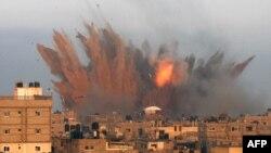Serangan udara Israel di Rafah, selatan jalur Gaza (11/7).