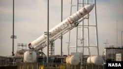 Roket Antares milik Orbital Science Corporation yang digunakan untuk meluncurkan pesawat berisi pasokan bagi stasiun antariksa (ISS).
