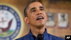 Presiden AS Barack Obama berbicara kepada para anggota keluarga militer di pangkalan Marinir AS di Hawaii, Rabu (25/12)/