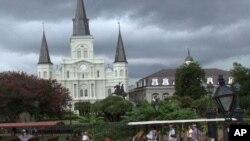 Jackson Square u New Orleansu, dio francuske četvrti, koja obiluje voodoo trgovinama