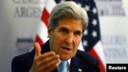 4일 아르헨티나에서 열린 기자회견에서 현안에 대한 입장을 밝히고 있는 존 케리 미 국무장관.