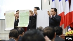 Maps from the French Embassy are on display as the maps are being handed over to Cambodia, September 03, 2015. (Hean Socheata/VOA Khmer)