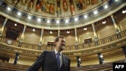Španski konzervativni lider i novi premijer Mariano Rahoj u parlamentu u Madridu.
