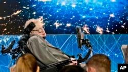 Stephen Hawking durante una conferencia de prensa el 12 de abril de 2016 en Nueva York.