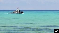 Tàu tuần duyên của Ðài Loan ngoài khơi đảo Đông Sa.