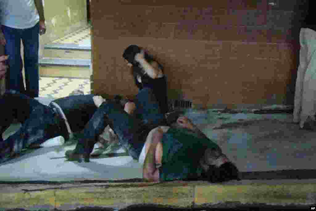 Injured people lie on the ground outside the Kiss nightclub in Santa Maria city, Rio Grande do Sul state, Brazil, January 27, 2013.